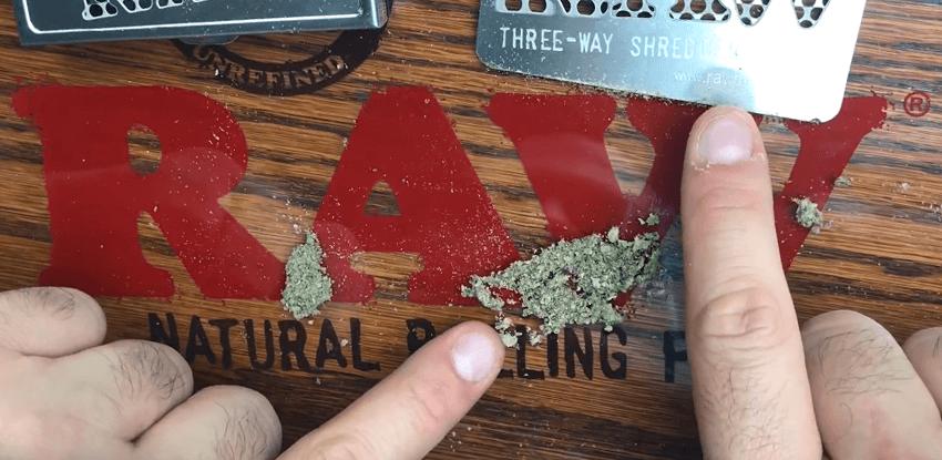 Grinder karta podrvena marihuana